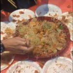春節のYushanの食べ方。食べる前に皆で囲んで箸で高く投げる