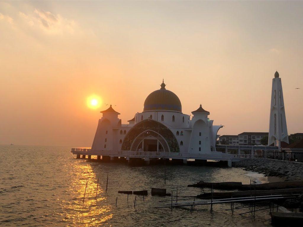 夕日とMelaka Strait Mosque