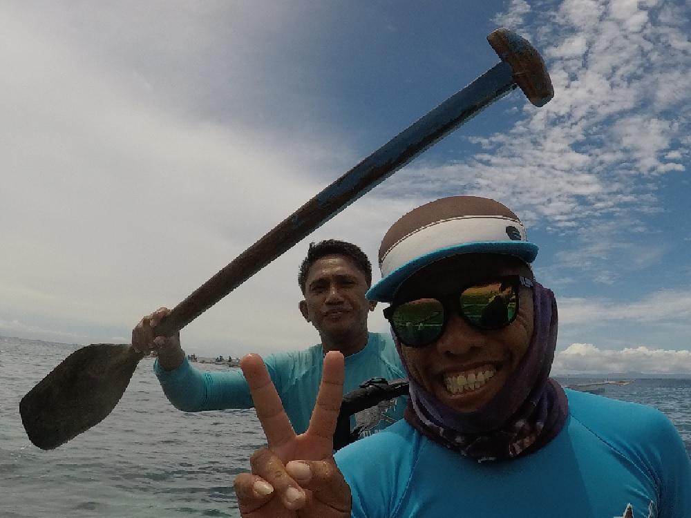 セブ島のジンベエザメとの写真をとってくれた陽気なスタッフさんたち