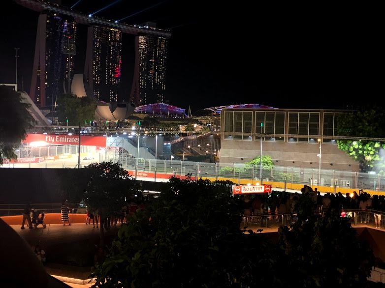 F1 シンガポール、マリーナスクエア3階テラスからの見え方