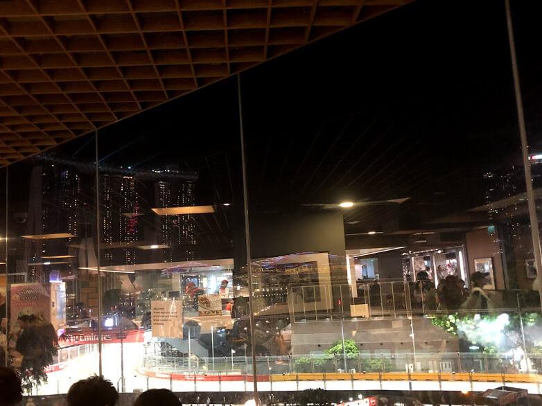 F1 シンガポール、マリーナスクエア4階のフードコートからの見え方