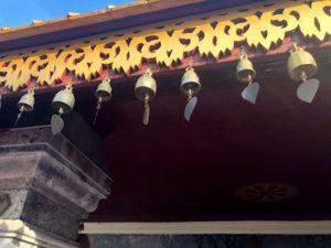 タイのお寺の鈴、日本の絵馬みたいな感じ