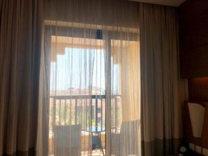 Traders Hotel の客室バルコニー