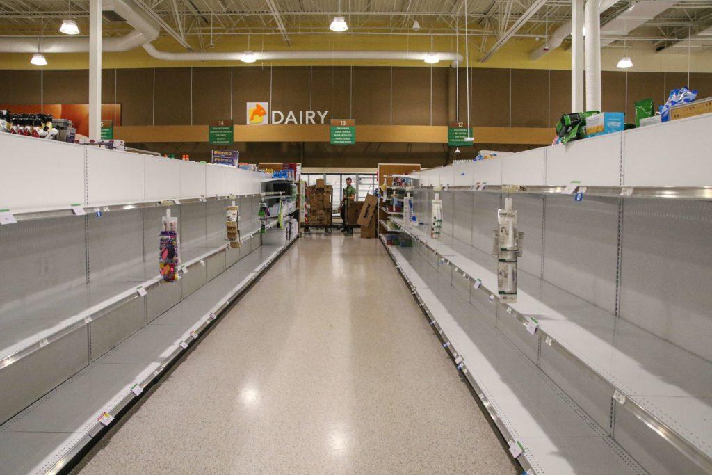 トイレットペーパーがスーパーの棚から消える
